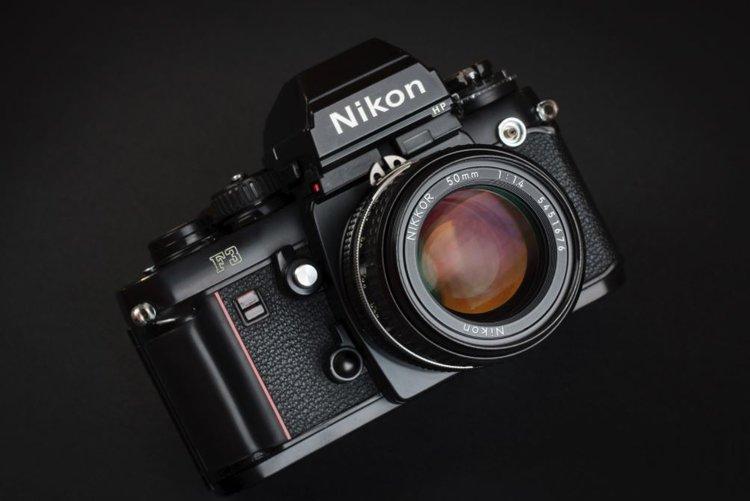 Jeśli Nikon chce iść w bezlustra musi zrobić pełną klatkę -