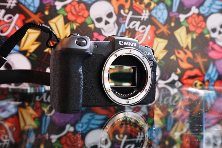 Kup Canon EOS RP, dostaniesz do 860 zł zwrotu na obiektyw -