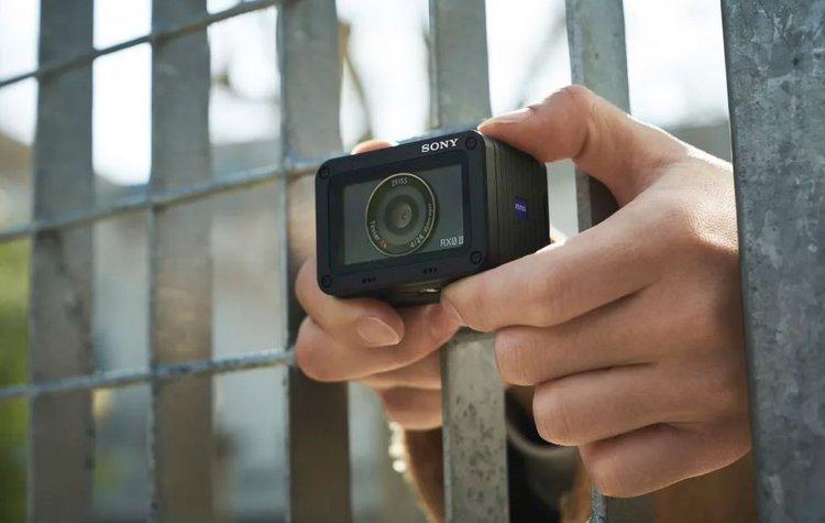 Sony RX0 II. Miniaturowy aparat o wyglądzie kamery sportowej, który może wiele -