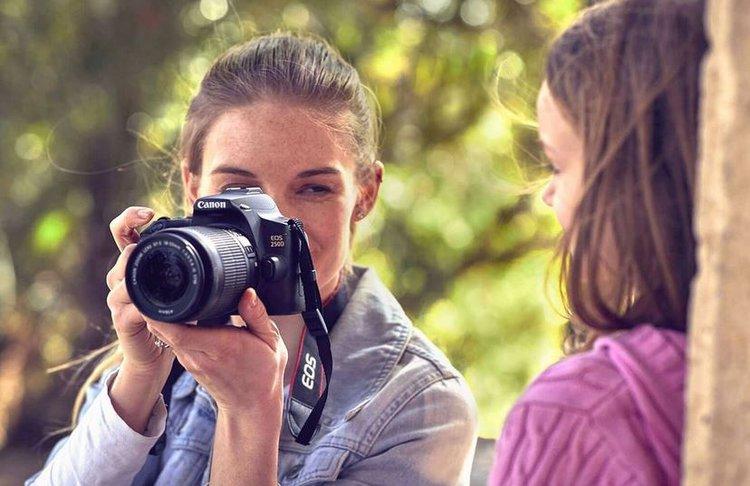 Canon EOS 250D to lustrzanka w wersji mini i z trybem 4K -