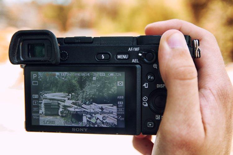 Najlepsze darmowe aplikacje, które zmienią aparat Sony A6300 i A6500 -