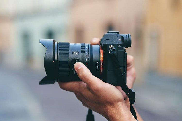 Szeroki i jasny Sony FE 20 mm F1.8 G dla pełnej klatki -