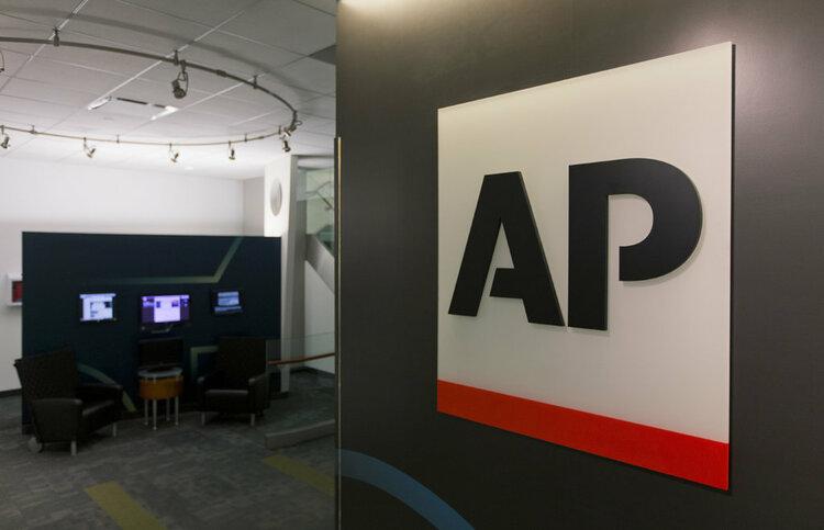 Reporterzy Associated Press z aparatami Sony -