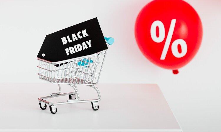 Black Friday 2020: najlepsze promocje na aparaty, obiektywy i akcesoria -
